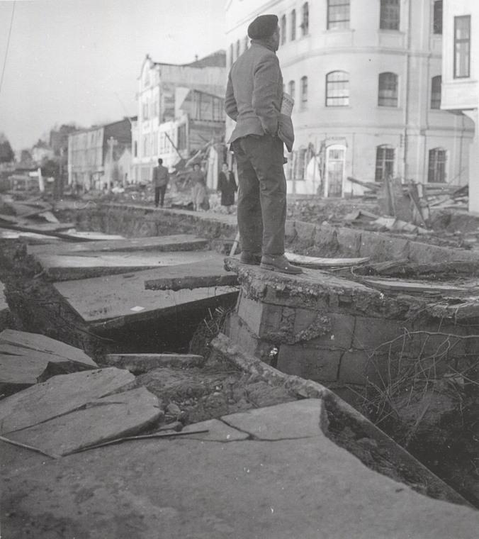 Thumb terremoto en valdivia en 1960 foto de mario guillard archivo unab 2